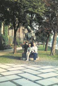 ladies-sitting-on-statue