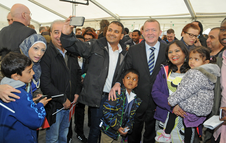 In total, 2,967 people took the plunge this year and every single one wanted a selfie with Venstre leader Lars Løkke Rasmussen