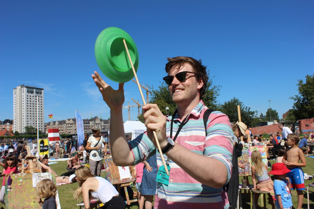 Jeppe, the tour guy, tried to impress everyone with his juggling. But he didn't stand a chance!