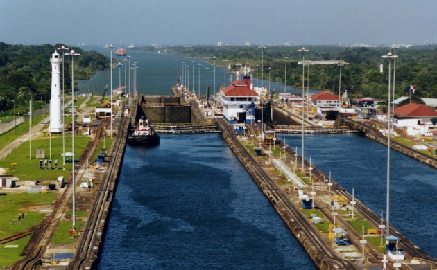 A modern Panama Canal ... (photo: Stan Shebs)