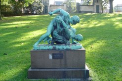 A lot of new arrivals to the park might initially mistake what the 'Bryderne' are doing in this sculpture. Wrestling! Or at least that's what they used to say in Ancient Greece (photo: Thue)