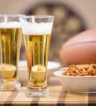 Snacks and drinks to accompany football sounds like a great night (photo: iStock)