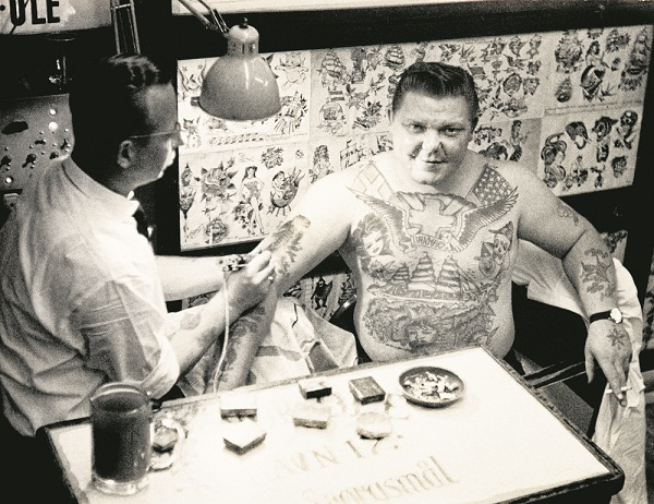 Svend Kok getting ink at Ole circa 1967