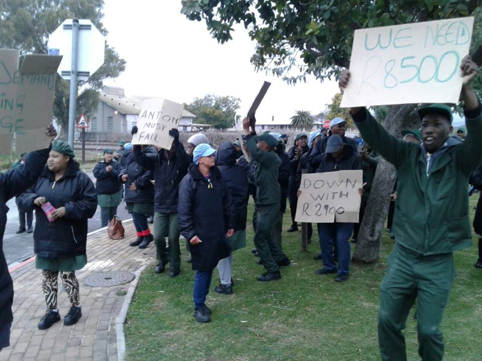 Fighting for their rights on the Western Cape (photo: CSAAWU)