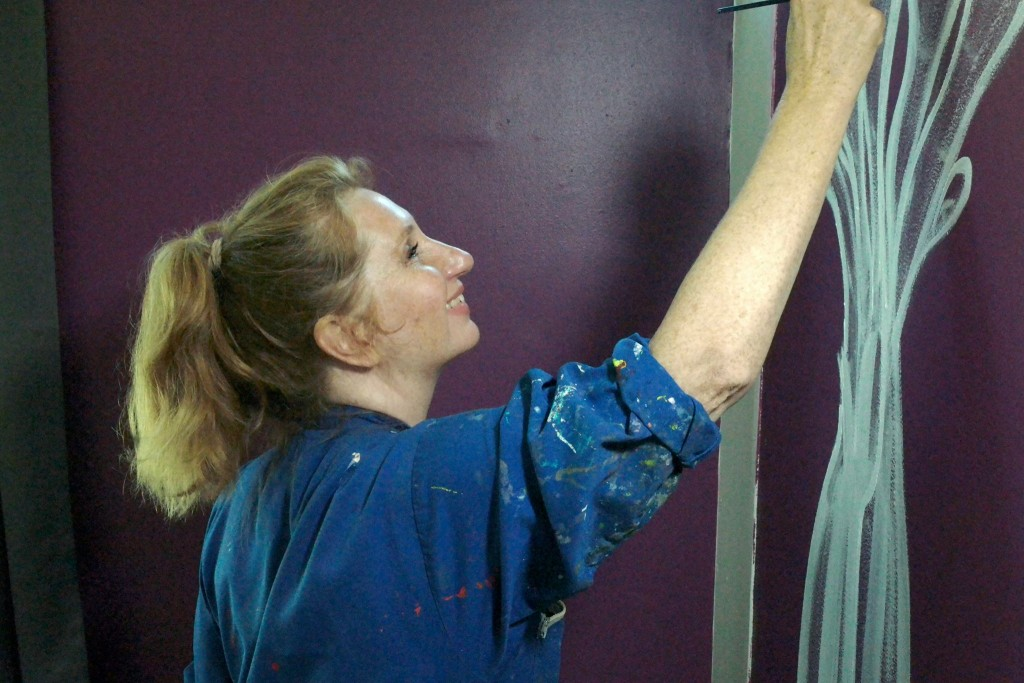 Maria Dubin painting Kongelunden walls