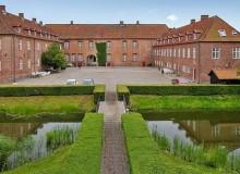 It even has a moat (photo: Nybolig Erhverv Aalborg)