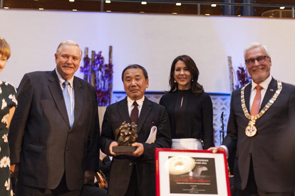 From left: chairman of the ward committee Jens Olesen, author Haruki Murakami, Crown Princess Mary and mayor of Odense Anker Boye.