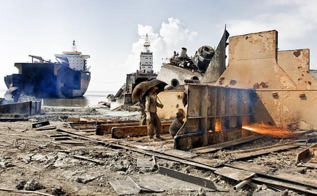 The scrap shipyard in Bangladesh is dangerous and dirty (photo: Naquib Hossain)