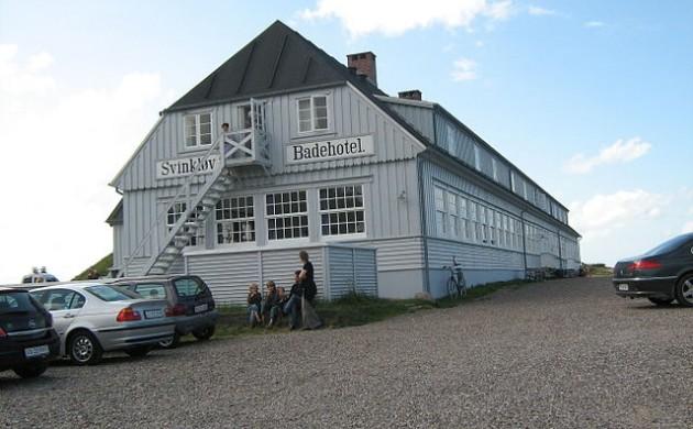 Сгоревший на прошлой неделе Svinkløv Badehotel будет восстановлен к 2018 году