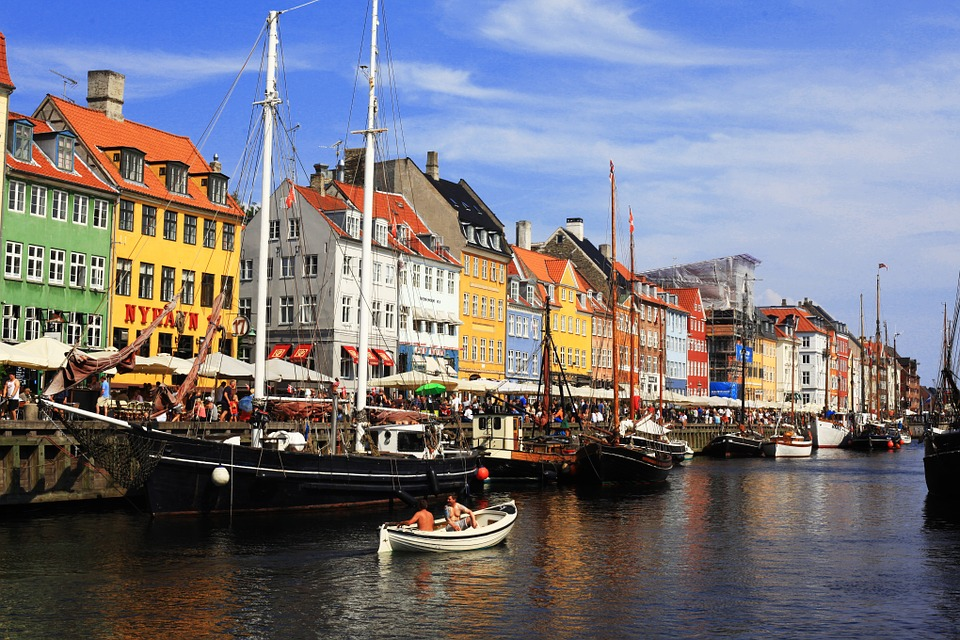 Living life at Nyhavn (photo: Pixabay)