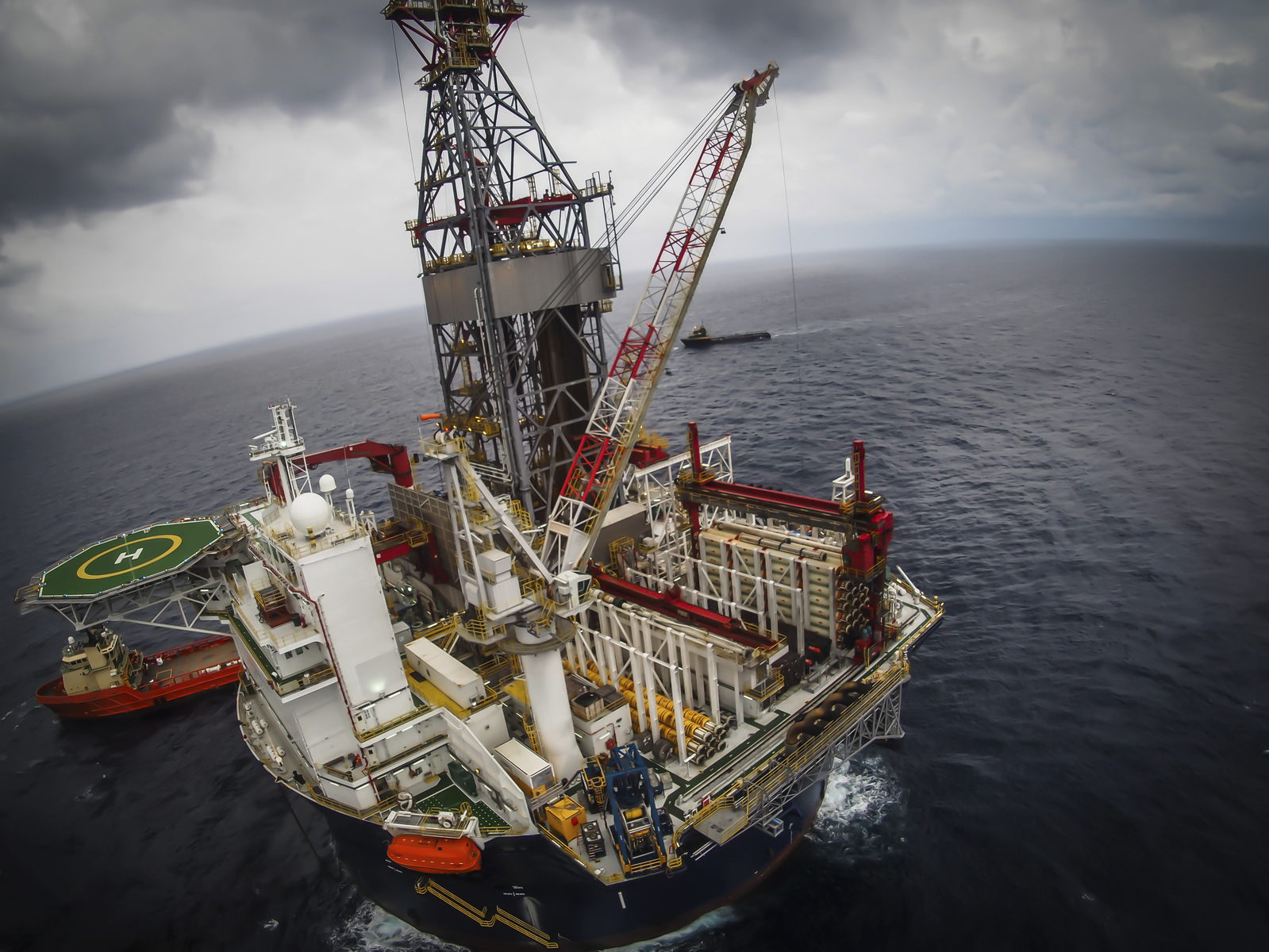 Offshore oil drilling rig in the North Sea (photo: iStoc)