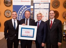 Flemming Jørgensen (holding award), US ambassador Rufus Gifford (left), Karsten Dybvad and AmCham executive director Stephen Brugger (far right) (photo: Pamela Juhl)