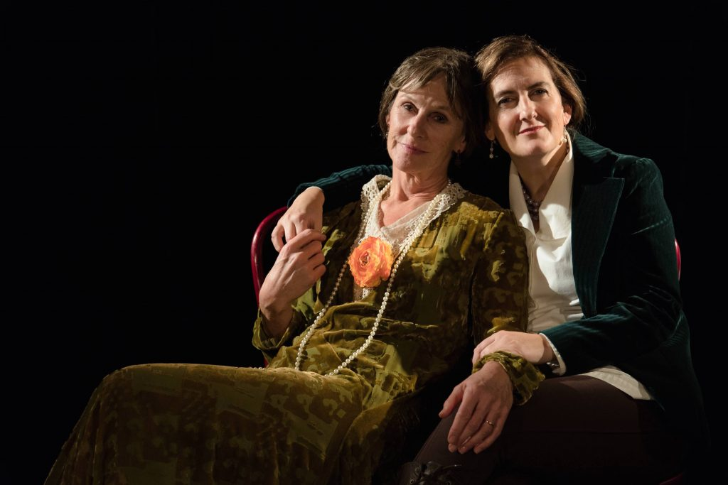The talented Sue Hansen-Styles (as Virginia Woolf) and Nathalie Johnston (Vita Sackville-West) (photo: Pressefoto)